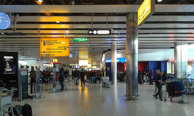 Зал вылета терминала 4Хитроу